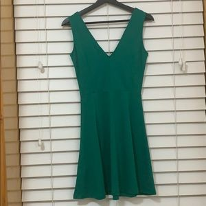H&M Dresses - 🧣 H&M emerald skater dress size XS